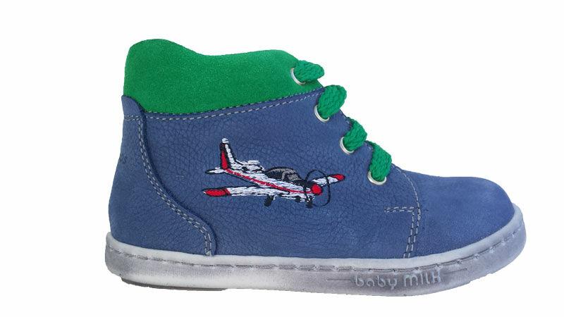 f5e729ef49 A legmegfelelőbb a fűzős cipő, amivel sok helyet lehet nyerni szélességben,  jól tart, és a legjobban igazodik a lábhoz.